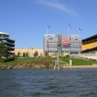 [USA, Pittsburgh, View to Heinz Field from river], Питтсбург