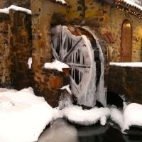 Frozen waterwheel at Eastern University, Раднор