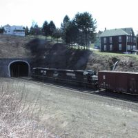 Gallitzin Tunnels with Train 4/9/2004, Таннелхилл