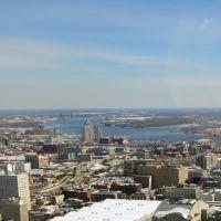 William Penn statue gazing over the Delaware River in Philadelphia, Филадельфия