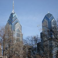 Liberty 1 and 2 from Rittenhouse Sq., Филадельфия