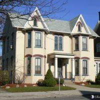 House - Home, Bay Windows, Painted Brick - Lock Haven, PA, Флемингтон