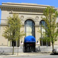 First National Bank,  431 Penn Street, Huntingdon, PA, Хантингдон