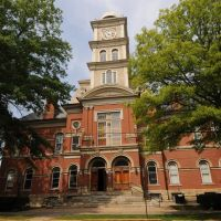 Huntingdon Co. Courthouse (1883) Huntingdon, PA 8-2012, Хантингдон