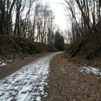 Snow covered path, Хеллертаун