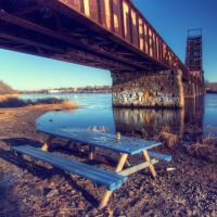 A romantic picnic table under the bridge - Providence, RI, Ист-Провиденкс