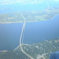 Jamestown Bridge from the air, Миддлтаун