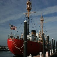 Nantucket Light Ship - Howards Warf, Ньюпорт