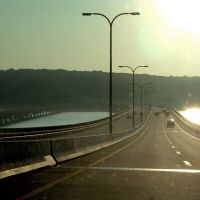 Descending down Jamestown Bridge, Паутакет