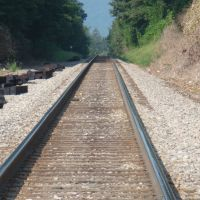 Railroad tracks through the town of Black Mountain, NC, Блак-Маунтайн