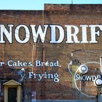Mureal on old building Snowdrift ---st, Гастониа