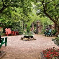 206) Lexington NC, Bob Timberlake Gallery outdoor garden patio scene [304], Давидсон