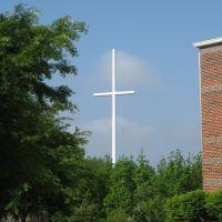 Cross-shaped Cell Phone Tower behind Weddington United Methodist Church, Сталлингс