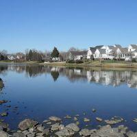 Colonial Grandbeverly crest neighborhood pond, Сталлингс