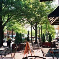 Al fresco dining on Hay Street in downtown Fayetteville, NC, Фэйеттвилл