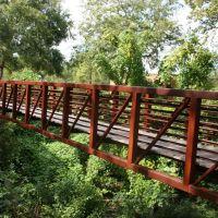 Pedestrian bridge in the Linear Park as it spans Cross Creek, Фэйеттвилл