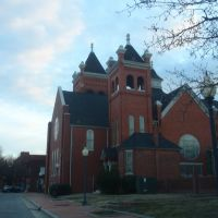 the beautiful First Baptist Church of Fayetteville on a late afternoon in late winter, 2-27-10, Фэйеттвилл