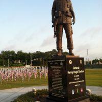 Gen Shelton Statue @ASOM, Фэйеттвилл