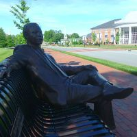 "Martin Luther King ""chillin"" on The Mall @ High Point University, Хай-Пойнт"