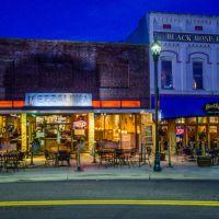 Mezzaluna and Black Rose Pub, Хендерсонвилл