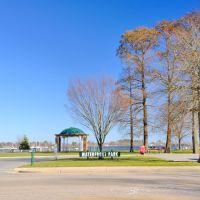 NORTH CAROLINA: ELIZABETH CITY: Waterfront Park on South Water Street, Элизабет-Сити