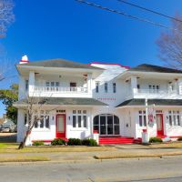 NORTH CAROLINA: ELIZABETH CITY: F(red) H(enry) Ziegler & Sons Funeral Home, now girls inc. the girls club, 304 South Road Street, Элизабет-Сити