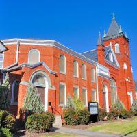 NORTH CAROLINA: ELIZABETH CITY: City Road United Methodist Church, 511 North Road Street (U.S. Route 17) end view, Элизабет-Сити