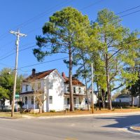 NORTH CAROLINA: ELIZABETH CITY: classic residence, 500 North Road Street (U.S. Route 17) at intersection with Pearl Street, Элизабет-Сити