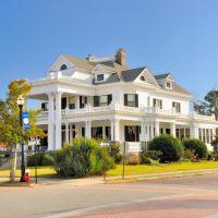 NORTH CAROLINA: ELIZABETH CITY: Charles O. Robinson House by Herbert Woodley Simpson, 201 East Main Street, Элизабет-Сити