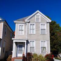 NORTH CAROLINA: ELIZABETH CITY: private residence, 202 East Church Street, Элизабет-Сити