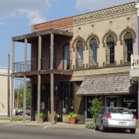 Building on town square, Brownsville, TN, Браунсвилл