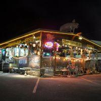 Larrys Bar-B-Que, Дечерд