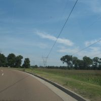 Curved road, straight power lines, Ковингтон