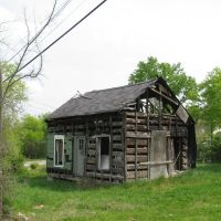 Said to be Oldest Log House In Columbia Tennessee, Колумбиа