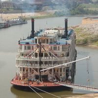 Mississippi Queen 1 of only 10 steam paddle boats left on the river, Мемфис