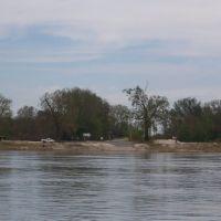 Dorena, MO. ferry landing ramp, Трезевант