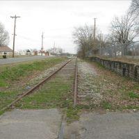 Road, rails, and rock wall, Шелбивилл