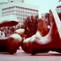Dallas. Texas. U.S.A.  H. Moore Sculptures at City Hall., Даллас