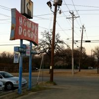 Howdy Doody Convenience Store, Center of Denton, University Area, Denton, Texas., Дентон