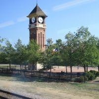 Torre del Reloj en la estación de Irving, vista desde el tren en ruta a Dallas-Texas, Ирвинг