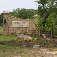 Pinnacle Golf Club Entrance, Малакофф