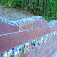 (UNTITLED) FULTON STREET ENHANCEMENTS- Twyla Arthur, 2003. Tile and stone mosaic on retaining wall feature memorabilia collected from area residents; floral mural on underpass support walls, Олмос-Парк