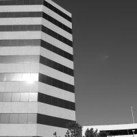 Building in Houston, TX, Пайни-Пойнт-Виллидж