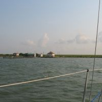 Shore of Galveston Bay, near Texas City, Ривер-Оакс