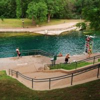 Barton Spring swimming pool, Austin, TX.  The pool is fed by a karst spring which brings water to the surface from the Edwards aquifer.  The cool waters of the park are a center piece of life in Austin., Роллингвуд