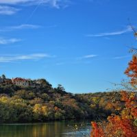 Homes on a Hillside. I wanted to capture the colors of the two side of the hillsides between Lady Bird Lake. Reds on the right and green & yellows on the left with blue skies above. It was this contrast of colors that struck me here., Роллингвуд
