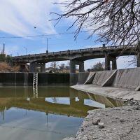 Oakes Street Bridge and Johnson Dam, Сан-Анжело