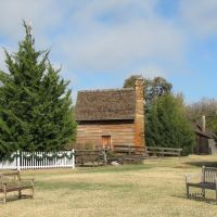 Log cabin at Farmers Branch Historical Park seen from the open field, Фармерс-Бранч