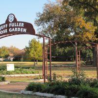 Jeff Fuller Rose Garden entry gate, Фармерс-Бранч
