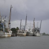 Apalachicola Shrimp Boats & approaching storm, Апалачикола